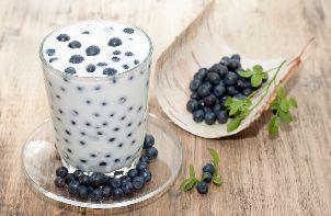 Йогурт с черникой