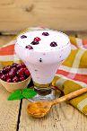 Йогурт с клюквой